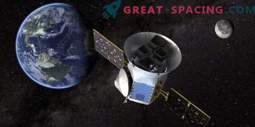 TESS показва първата екзопланета!