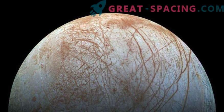 Учените се подготвят за мисия в ледения спътник на Юпитер в Европа