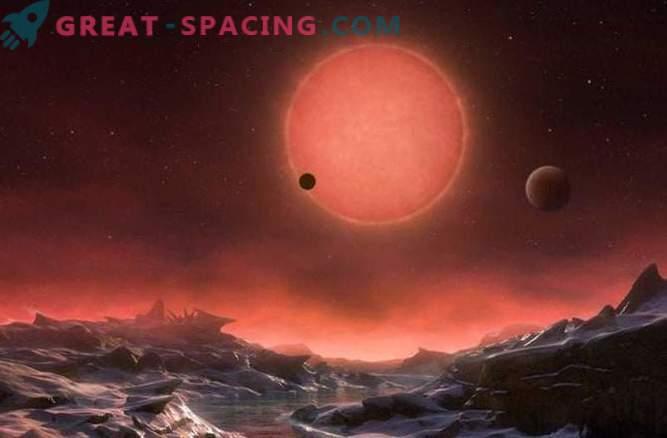 Три планети, намерени в орбитите на близката звезда