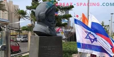Паметник на Юрий Гагарин, издигнат в Израел