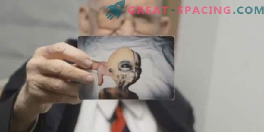 Бойд Бушман уверява, че това са снимки на извънземно същество