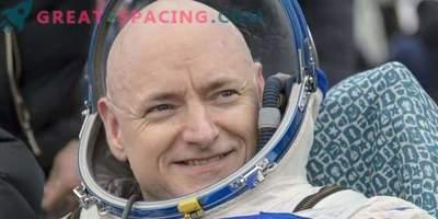 Астронавтът пита за лунна компания за Маската и Масава
