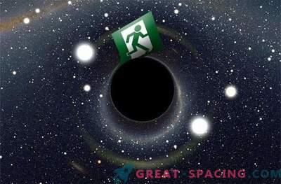 """Хокинг търси """"авариен изход"""" в черна дупка"""