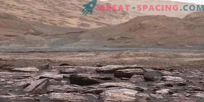 Любопитството открива странни лилави скали на Марс
