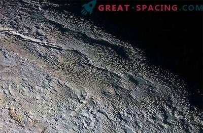 Тайнствената обиколка на Плутон: странен пейзаж, наподобяващ змийска кожа
