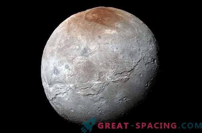Сателит на Плутон Харон: очукан, набръчкан, но красив