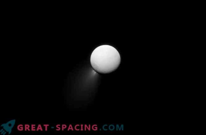 Леденият спътник на Сатурн има световните океани