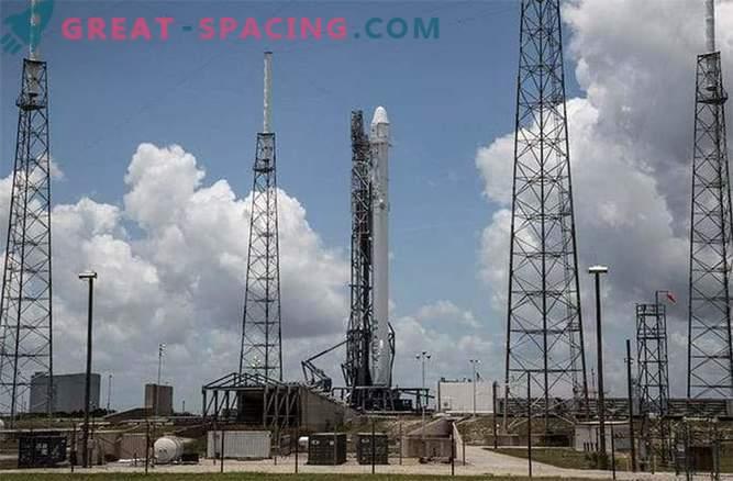 Ракетоносецът Falcon-9 експлодира 2 минути след старта