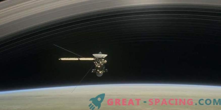 Близките полети на Сатурн разкриват тайните на планетата и нейните пръстени