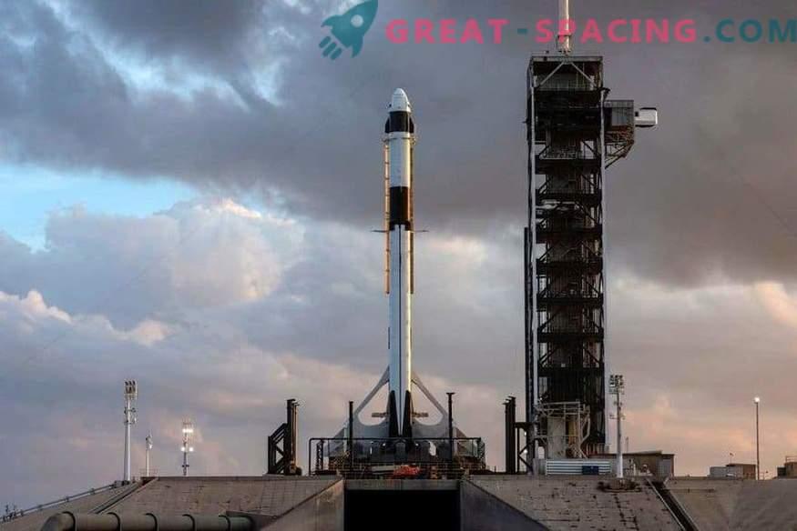 Първият екипаж на SpaceX на стартовата площадка