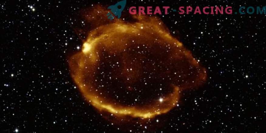 Намерени свръхнови с гравитационни лещи