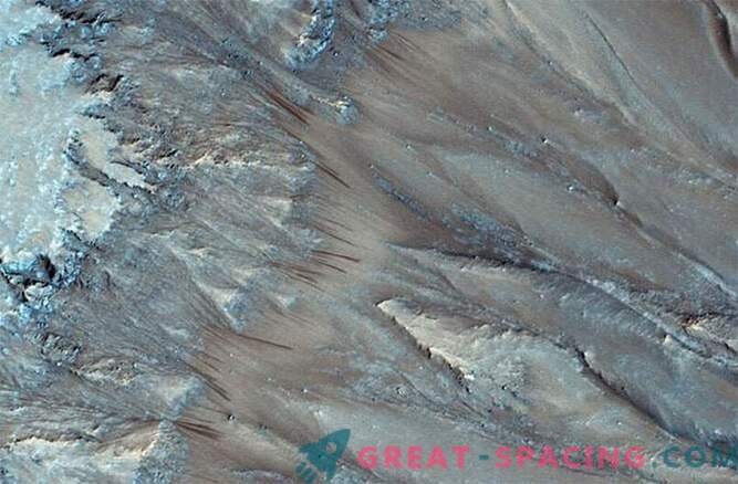 Мистерията разкри: На Марс има течна вода