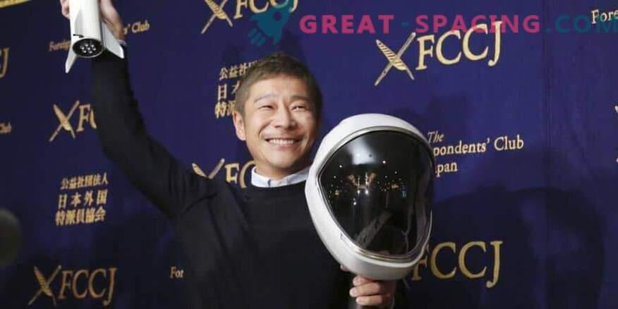 Японският космически турист е готов да тренира за лунен полет.