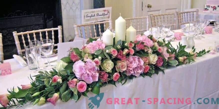 Как да украсите сватбено тържество с цветя: цветарски съвети