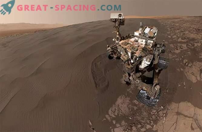 Селфи в пясъчника! Любопитството се играе в пясъчните дюни на Марс